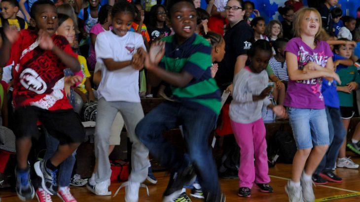 ダンスを始めた子供にどんな種類の音楽を聞かせたら良いか?